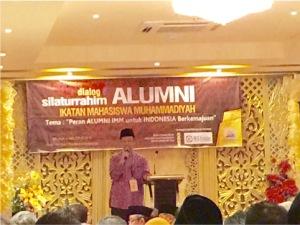 Putra Minangkabau Dr. Anwar Abbas, MM., M.Ag  Prof. Dr. Yunahar Ilyas , Drs. Good Will Zubair, 3  di antara 39 calon PP Muhammadiyah pilihan Tanwir papan atas yg akan diperas menjadi 13 orang formatur sekaligus PP Muhammadiyah 2015-2020 yg akan dipilih 2985 peserta Muktamar, Rabu, 5/8/15 ini.  Gambr di atas Yunahar sedang bicara di hadapan silaturrahim Alumni IMM (4/8) di Makassar. (Foto: SK)